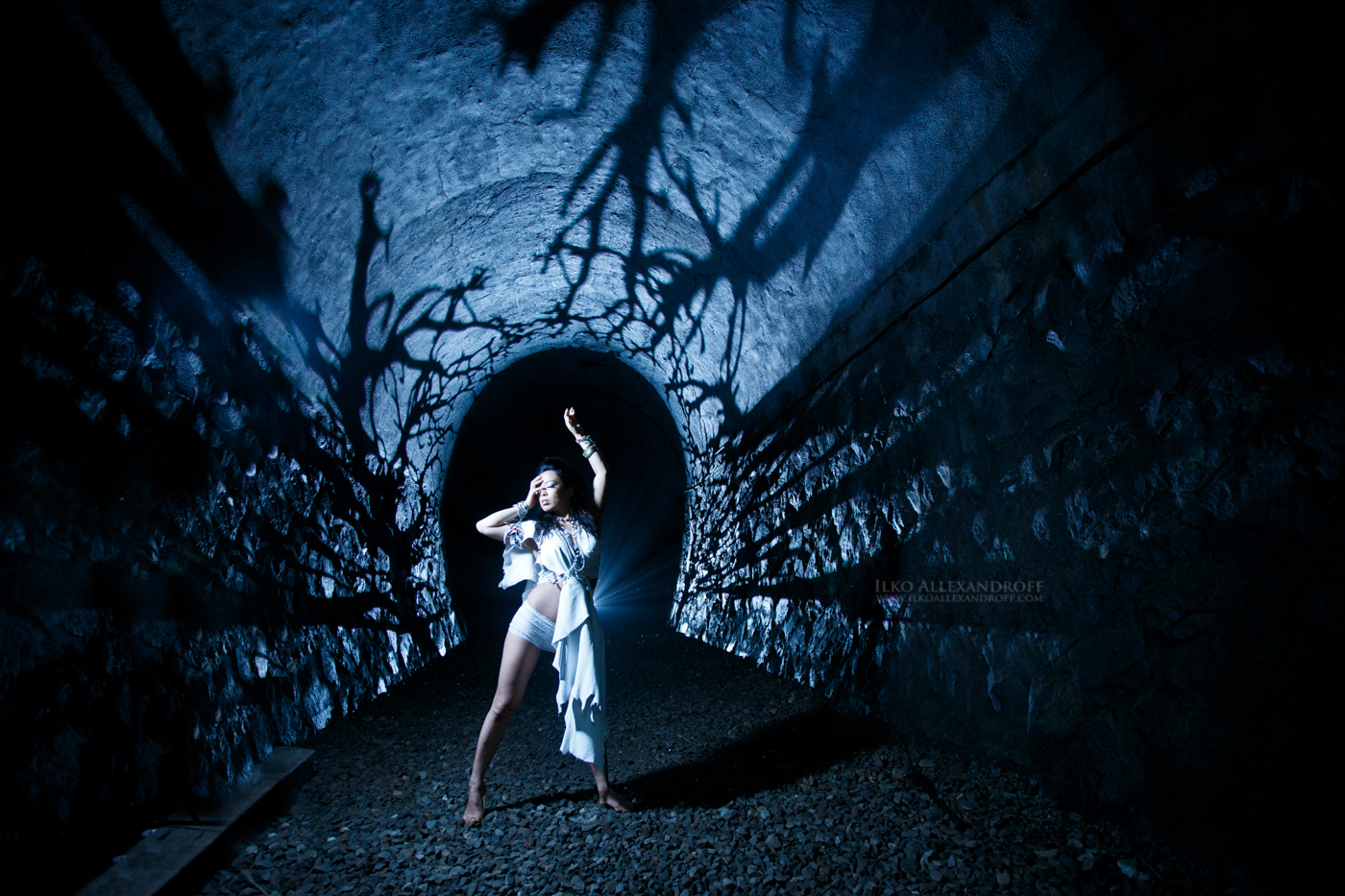 Haunted tunnel, Strobist article using the light blaster